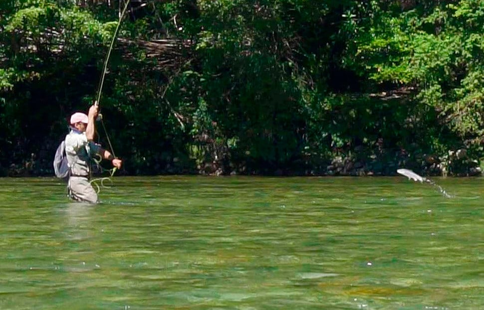 excitement-fly-fishing-moment-in-activities